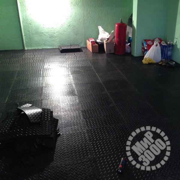 резиновая плитка на пол в гараже цена декоре